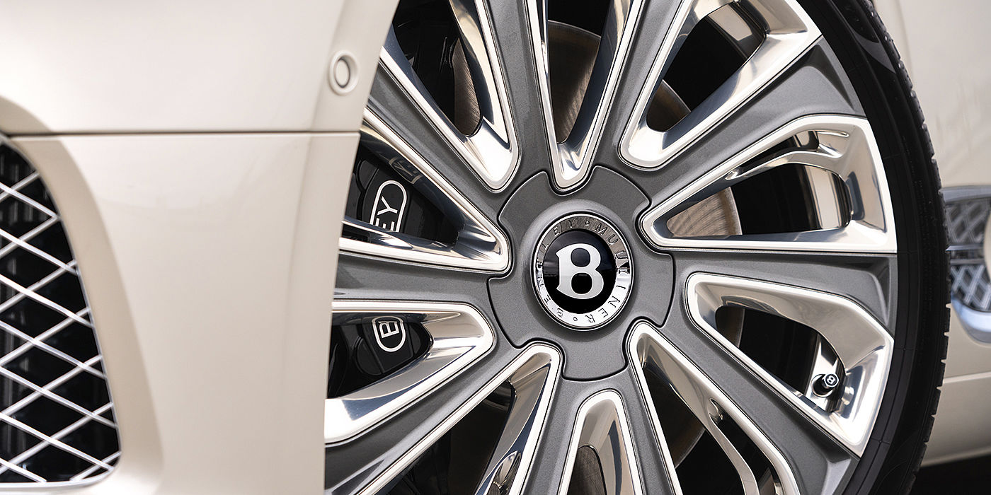 Bentley-Continental-GT-Mulliner-exclusive-wheel-on-White-Sand-paint